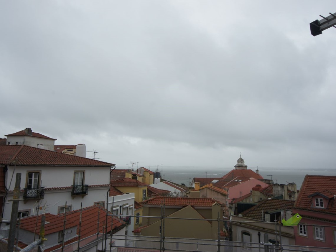 BUILDING WITH TAGUS RIVER VIEW TO REHABILITATE IN ALFAMA, LISBON