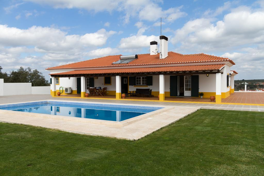 5-BEDROOM COUNTRY HOUSE WITH POOL IN ALENTEJO