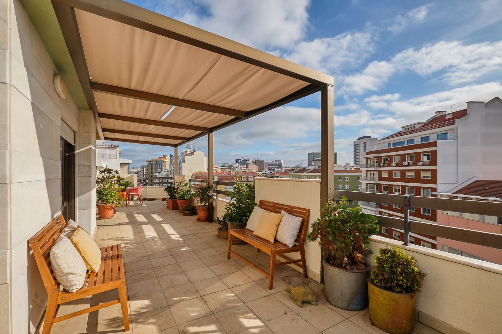 4-BEDROOM APARTMENT WITH TERRACE NEXT TO EL CORTE INGLÉS, LISBON