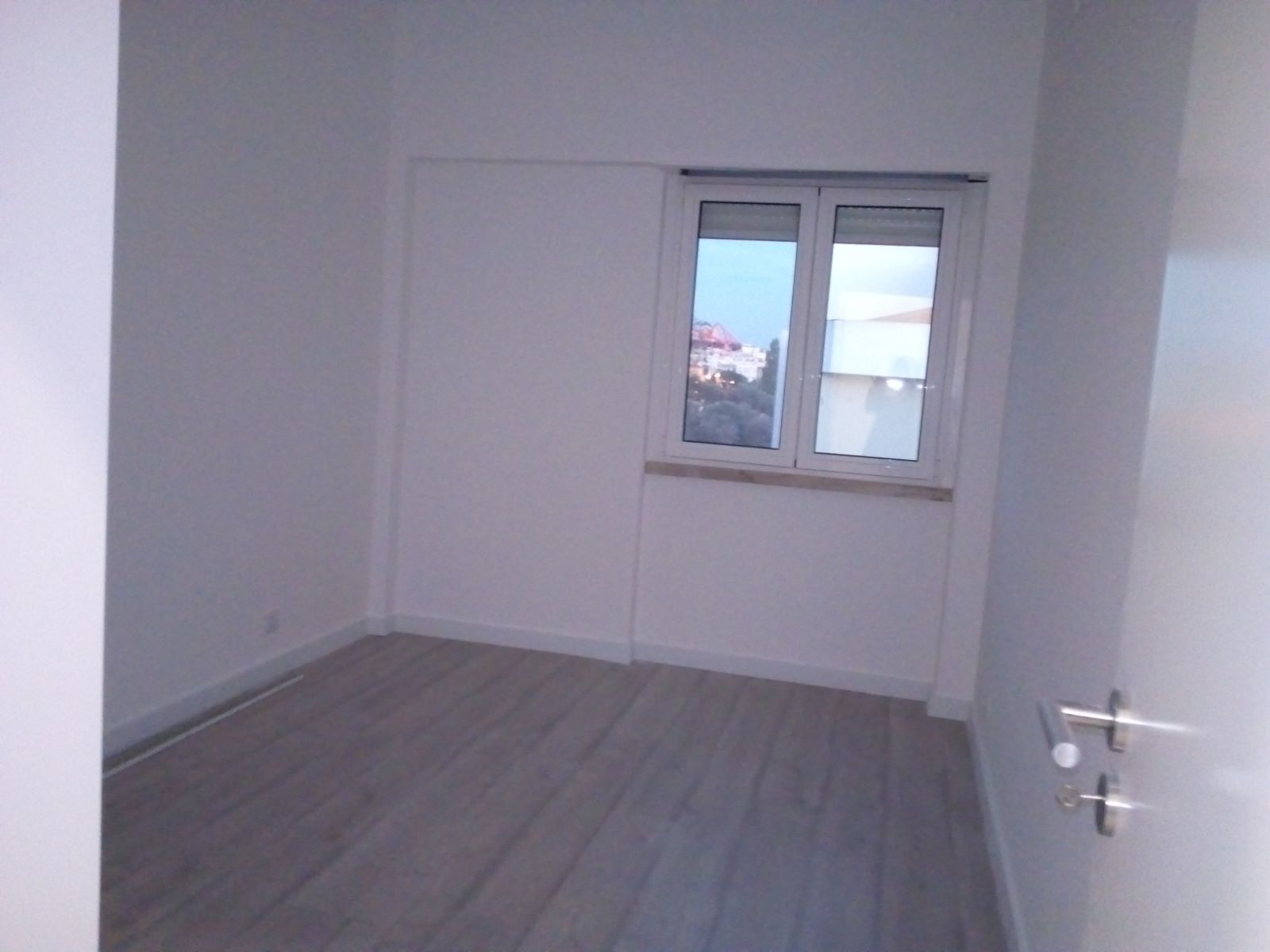 2 BEDROOM APARTMENT TO RENOVATE IN ENTRECAMPOS, LISBON